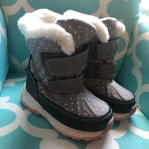 Carters toddler 7 snow boots